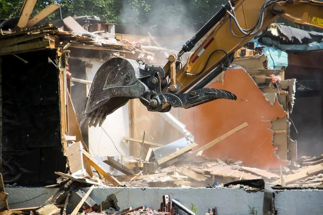 Демонтажные работы в условиях городской застройки